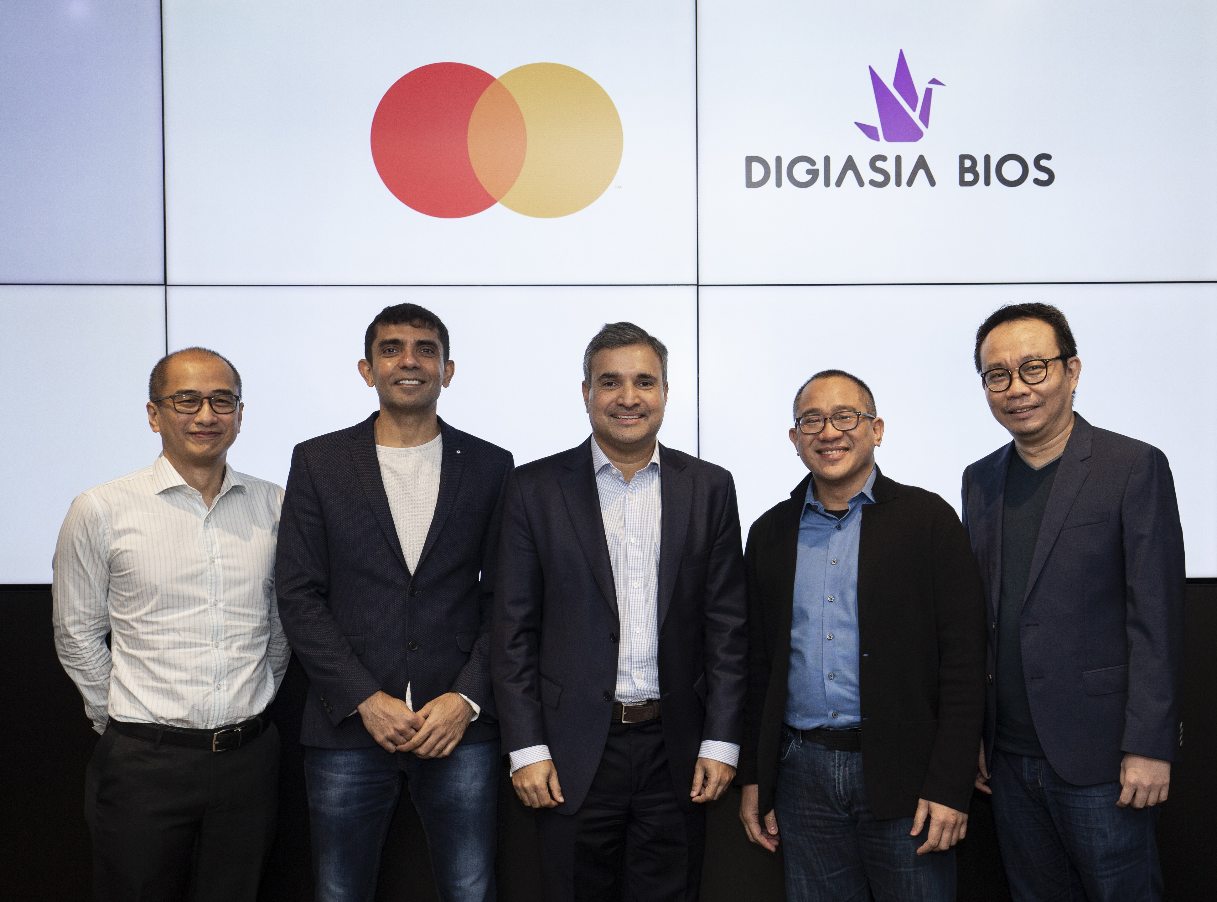 From left to right : Chuah Teong Lee (General Counsel, Asia Pacific, Mastercard), Prashant Gokran (Co-Founder, Digiasia Bios), Ari Sarker (Co-President, Asia Pacific, Mastercard), Alexander Rusli (Co-Founder, Digiasia Bios), and Hendra Widjaja (Advisor, Digiasia Bios)